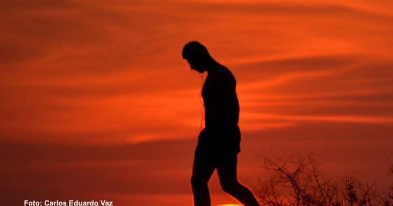Foto homem em pé Carlinhos